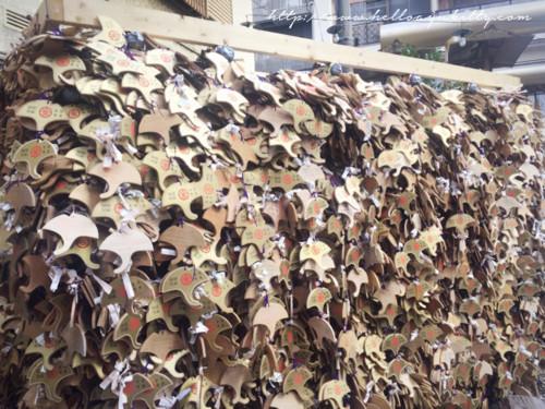 御金神社の絵馬はイチョウ型