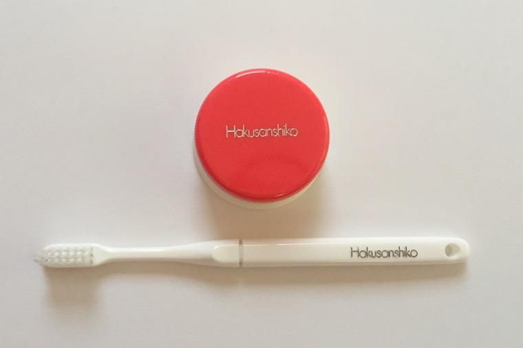 ハクサンシコー 容器と歯ブラシ